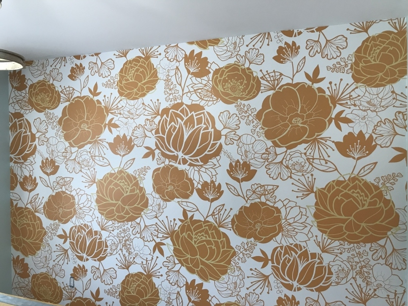 Wallpaper installation of large flowers